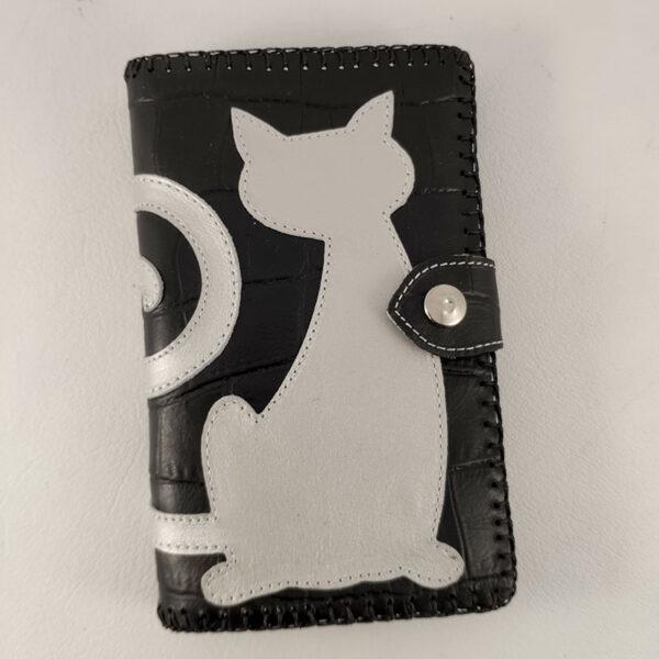 cartera negra con gato