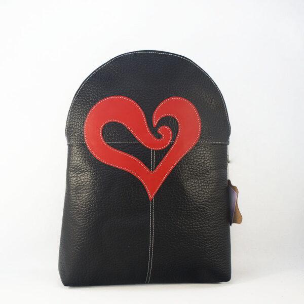 mochila de piel negra corazón