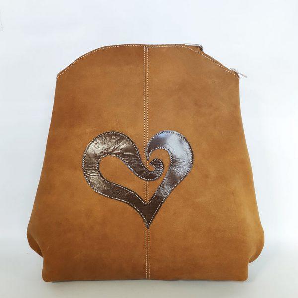 mochila corazón mostaza