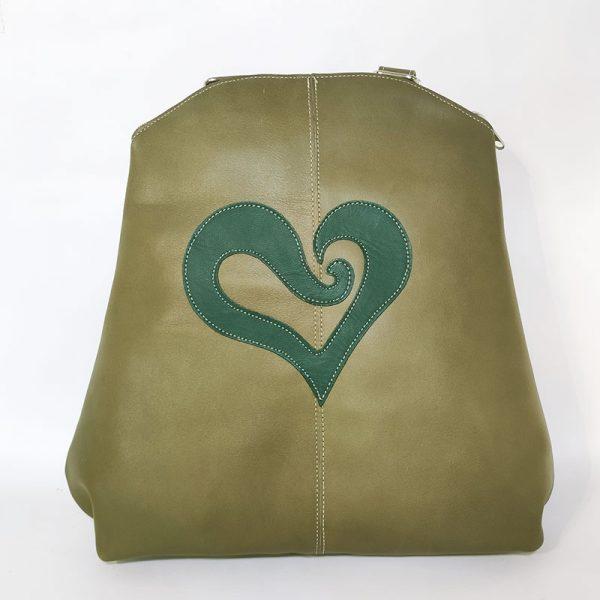 mochila corazón verde