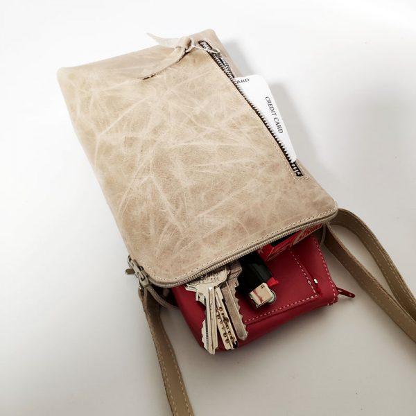 mini bolso de piel crudo